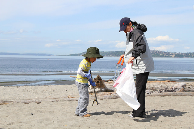 Beach Cleanup at Alki with Goose Island June 11th